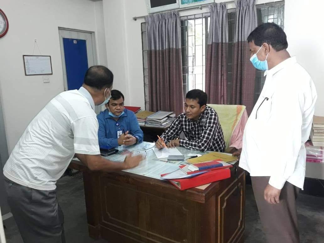 তিন ভূমি অফিস পরিদর্শনে দোহার উপজেলায় উপ-ভূমি সংস্কার কমিশনার