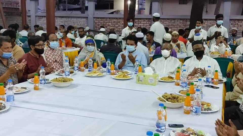ফরিদপুরে একে আজাদের বাসভবনে ইফতার মাহফিল অনুষ্ঠিত